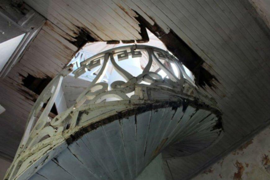 Alarma por el deterioro del Palacio San José - Análisis Digital
