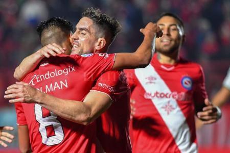 Argentinos Juniors festejó ante Banfield en la reanudación de la Superliga