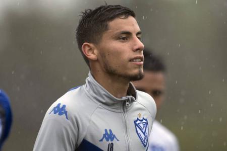 Vélez acordó verbalmente con Almería por la venta del entrerriano Lucas Robertone