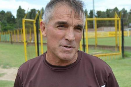 Con el entrerriano Alfaro, el plantel de River del 86 saludó al club por sus 119 años