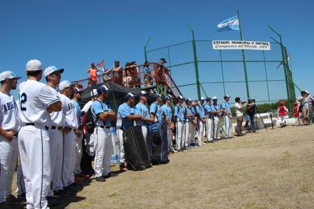 Villaguay inauguró su diamante en homenaje a los campeones mundiales y panamericanos