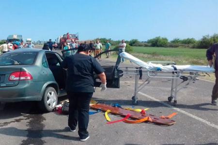 Murió una mujer tras el choque entre un auto y un camión en ruta 12