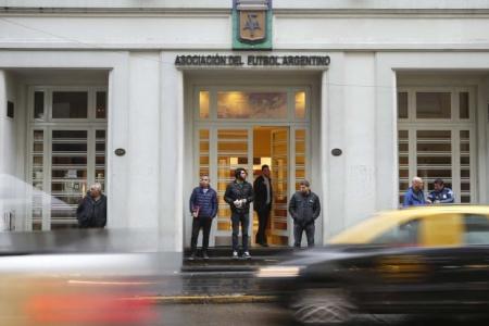 Postergaron la reunión para tratar la posible vuelta del fútbol argentino