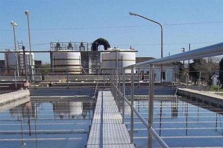 La Municipalidad de Gualeguaychú -con fondos del Gobierno Nacional- lleva adelante el Plan de Saneamiento Urbano con el objetivo de lograr que el 100 por ciento de la ciudad tenga acceso a servicios de agua potable y saneamiento.