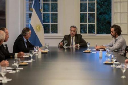 Alberto Fernández con la UIA