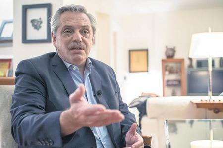"""Alberto Fernández: """"Me siento muy incómodo teniendo que ser yo quien explica los incumplimientos de Macri con el Fondo Monetario""""."""
