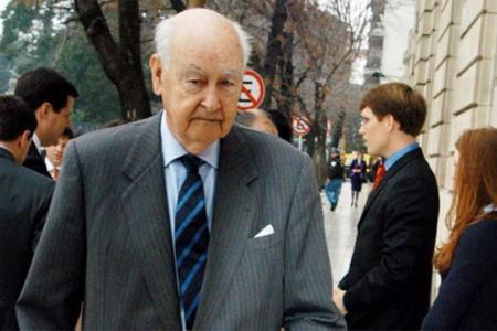 Roberto Alemann falleció este viernes. Fue dos veces titular de la cartera económica, primero durante el gobierno de Frondizi y luego durante la dictadura cívico militar del ex presidente de facto Leopoldo Galtieri.
