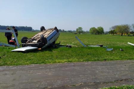 Una automovilista perdió el control del vehículo y terminó volcando en ruta 130