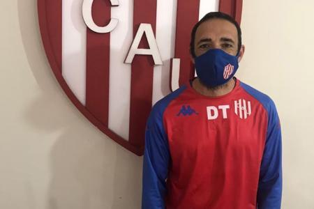 """El """"Vasco"""" Azconzábal y su cuerpo técnico iniciaron la cuarentena en Santa Fe"""