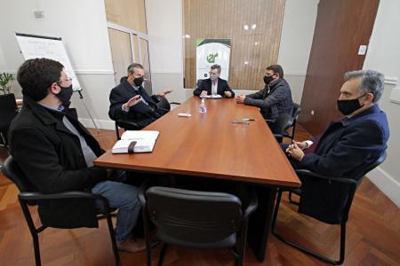 Adán Bahl con Rodríguez Signes y funcionarios de Transporte