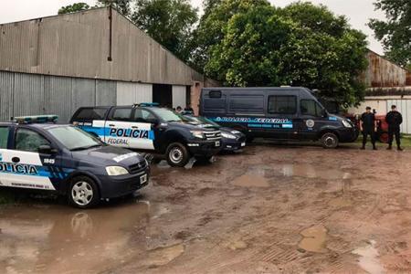 La fiesta electrónica se desarrollaba en el Aeroclub Basavilbaso. La Policía secuestró varias sustancias estupefacientes y hay diez detenidos.