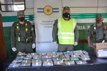 Gendarmería decomisó un total de 1.882.418 pesos por presunto tráfico de divisas.