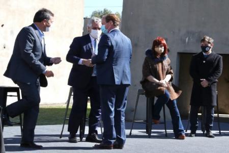 Bordet firmó un convenio con el Presidente para culminar viviendas en la provincia