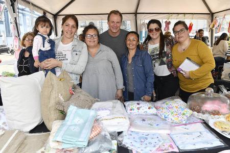 Bordet y Stratta visitaron la plaza Mansilla donde se realiza la Feria de emprendedores y se celebra también el Día del Niño y que cuenta con la participación de más de 100 emprendedoras de toda la provincia.