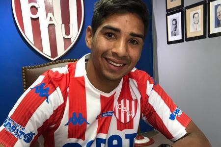 El paranaense Brian Duarte firmó su primer contrato con Unión de Santa Fe