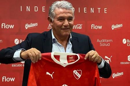 """""""Estoy preocupado, pero de ninguna manera renuncié"""", aclaró Jorge Burruchaga"""