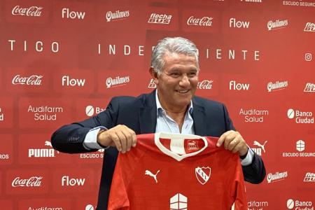 """Burruchaga: """"Más de un amigo me dijo que estaba loco por agarrar en Independiente"""""""