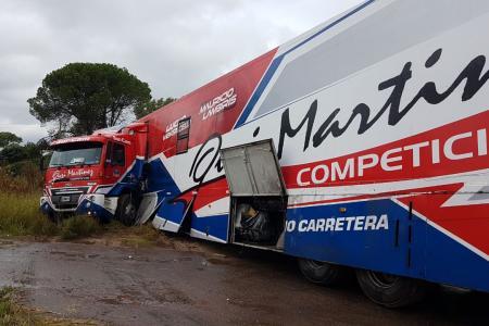 """Un camión del equipo del """"Gurí"""" Martínez sufrió un despiste de regreso a Paraná"""