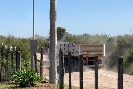 La comunidad educativa de una escuela de Costa Grande (Diamante) denunció el funcionamiento irregular de una cantera de brosa.