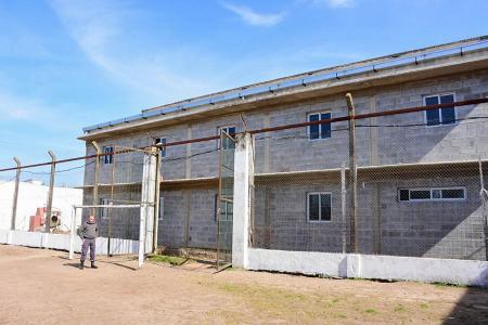 La nueva infraestructura dispondrá de 72 plazas, permitiendo mejorar las condiciones de habitabilidad de la Unidad Penal de Concordia, que actualmente aloja a 328 internos, entre condenados y quienes cumplen prisión preventiva.