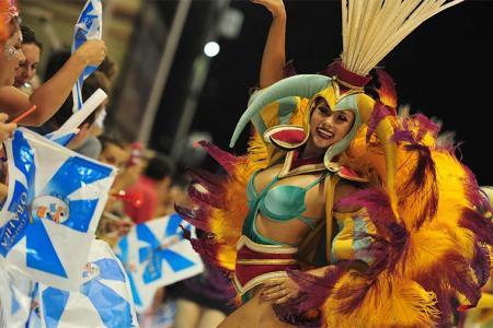 Las comparsas Papelitos, Ará Yeví y O'Bahía serán las encargadas de transmitir alegría en la última noche carnavalera que ofrece enero.