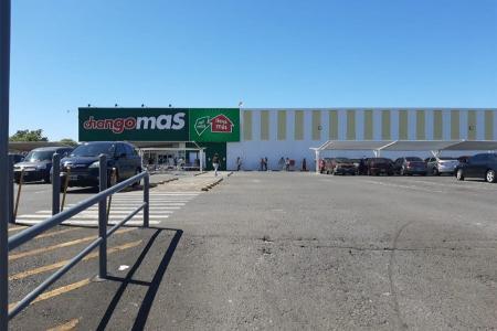 """El local de la cadena de hipermercados Changomás de Paraná anunció que fue notificada y decidió realizar """"estrictas tareas de limpieza, desinfección y sanitización""""."""