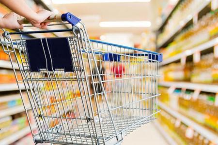 """Cada vez cuesta más llenar """"el changuito"""", mientras las empresas líderes en alimentos obtienen cada vez más ganancias."""