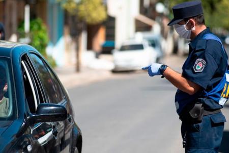control policial de la cuarentena