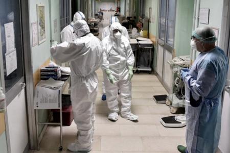 El Ministerio de Salud de la Nación reportó esta mañana diez nuevos fallecimientos por coronavirus, con lo que suman 642 los muertos por esta enfermedad desde el inicio de la pandemia en marzo pasado.