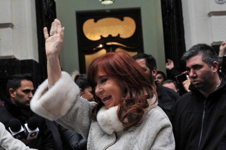 Fotografía de archivo de Cristina Kirchner saliendo del Instituto Patria.