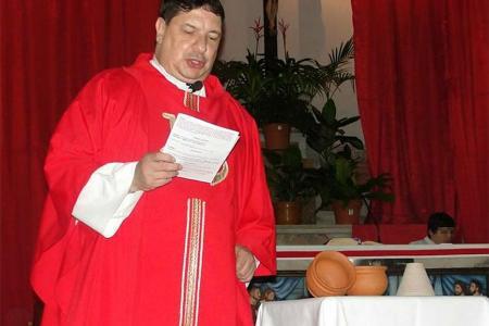 El cura Juan Diego Escobar Gaviria escuchará mañana a las 8:30 el veredicto que dará a conocer el Tribunal de Juicios y Apelaciones de Gualeguay por el delito de corrupción de menores.