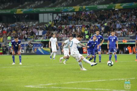 Con el debut del entrerriano Casco, Argentina empató con Paraguay y deberá ganarle a Qatar