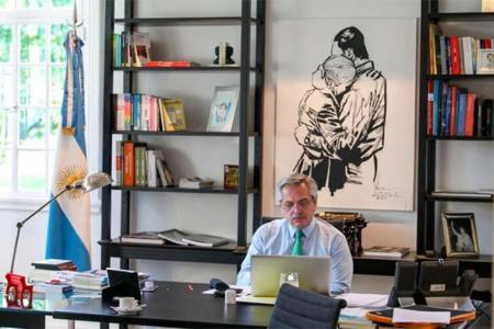 Alberto Fernández en su despacho de la quinta de Olivos.