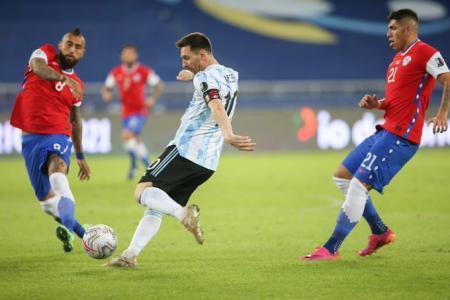 Copa América: Argentina debutó con un empate con gusto a poco ante Chile en Río de Janeiro