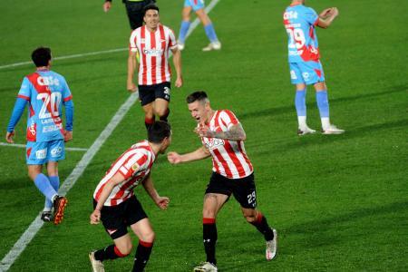 Estudiantes se destapó en el complemento y goleó a Arsenal en La Plata