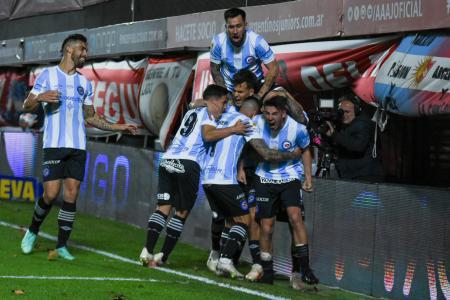 Argentinos Juniors derrotó a Newell's y también festejó por primera vez