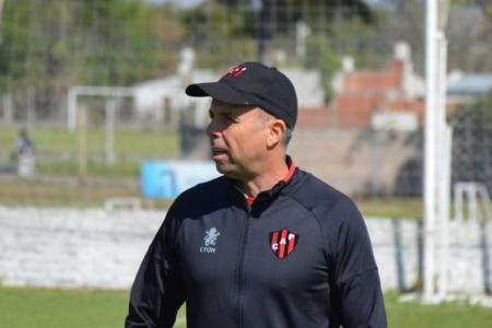 El DT Gustavo Álvarez confirmó que Junior Arias se sumará a Patronato