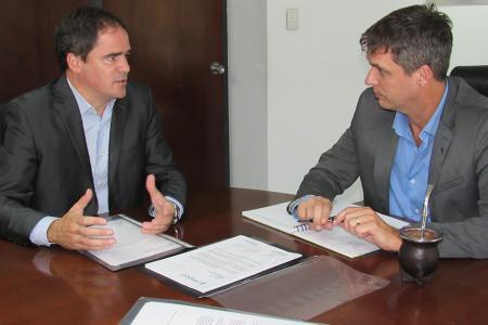 Leonardo Hassel con Enrique Cresto en el Enohsa