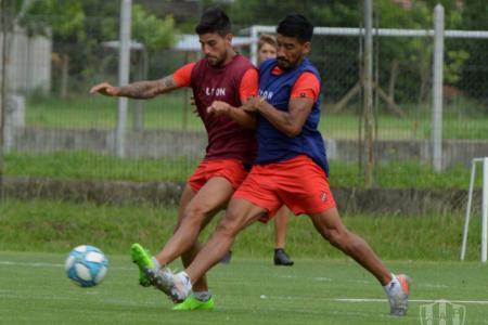 Fútbol: en Patronato, Álvarez prepara cinco cambios para recibir a Vélez