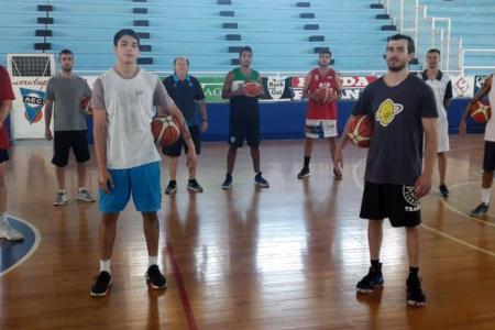 """Con """"Cachi"""" Bonell y la sorpresiva vuelta de Ruiz Moreno, Echagüe inició las prácticas"""