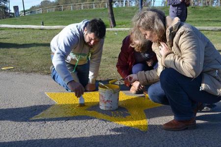 Las estrellas amarillas recuerdan a las víctimas de siniestros viales: una muerte que siempre pudo haber sido evitable.