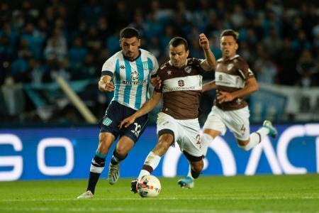 Platense le ganó a Racing en Avellaneda y tomó más impulso en los promedios