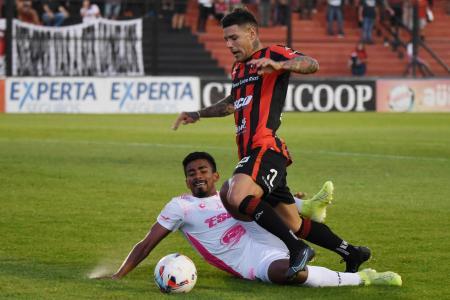 Patronato logró un agónico empate en un partido caliente y a puro gol en el Grella