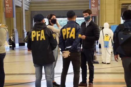 El Superintendente de Investigaciones Federales de la PFA dispuso cerrar hasta el lunes la Sala Principal de Operaciones y en toda la Fuerza habría ya registrados más de tres mil contagios de coronavirus.