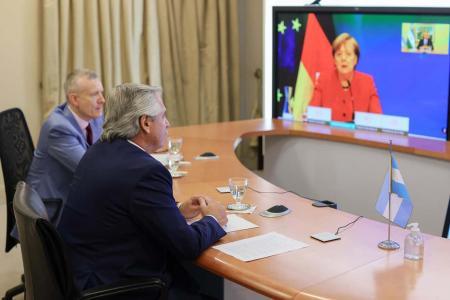 Alberto Fernández habló con Ángela Merkel sobre la negociación con el FMI