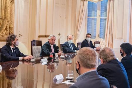 Fernández con dirigentes de la banca