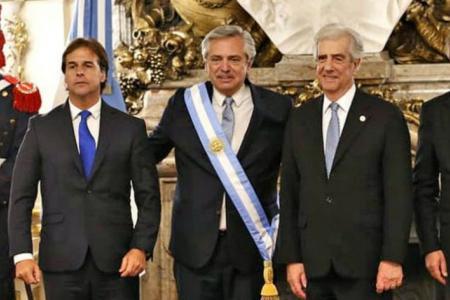 Fernández con Lacalle Pou y Tabaré Vázquez