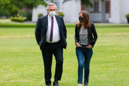 Alberto Fernández con Fernanda Raverta