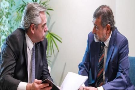 Alberto Fernández con el senador Carlos Caserio