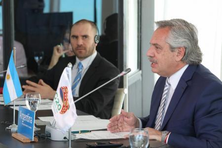Alberto Fernández junto a Martín Guzmán